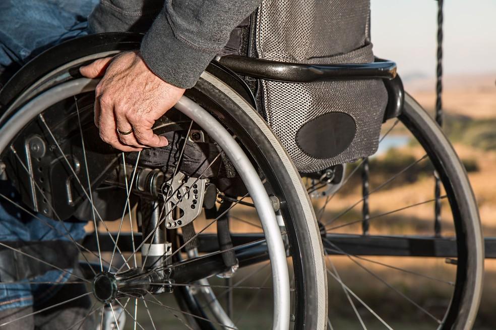Doença atinge músculos e tira inclusive movimentos de pernas e também braços — Foto: Imagem de Steve Buissinne por Pixabay