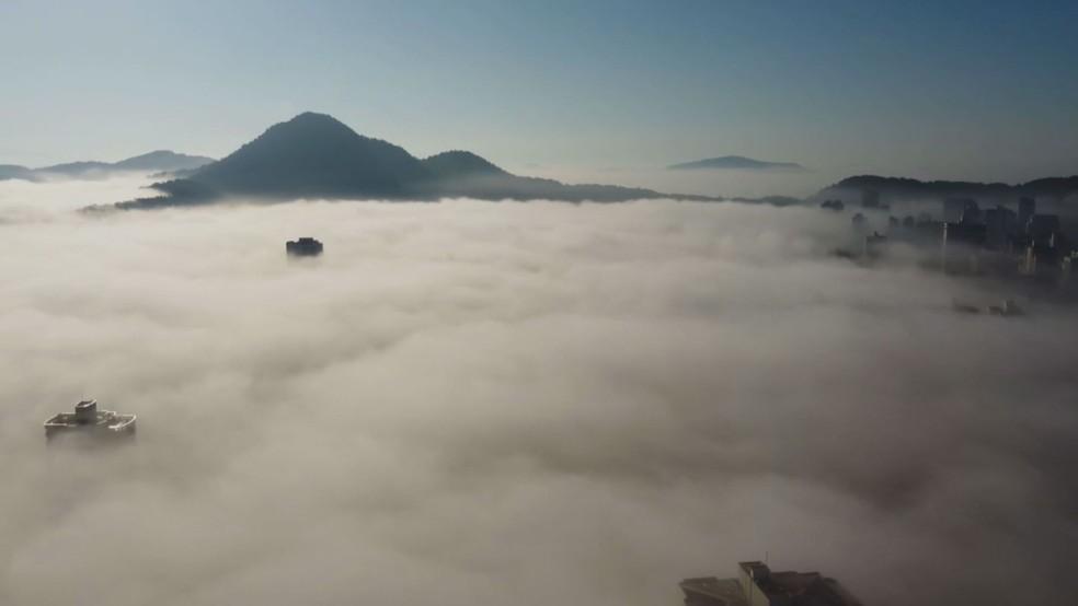 Morador de Praia Grande, registrou nevoeiro pela manhã deste sábado (5) — Foto: Arquivo pessoal/Igor Freitas