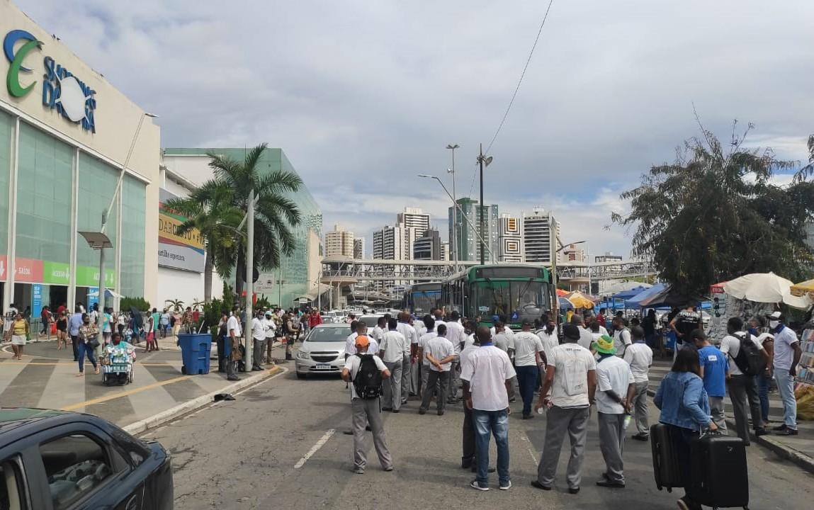 Rodoviários realizam protesto em Salvador e ocupam parte da Av. ACM