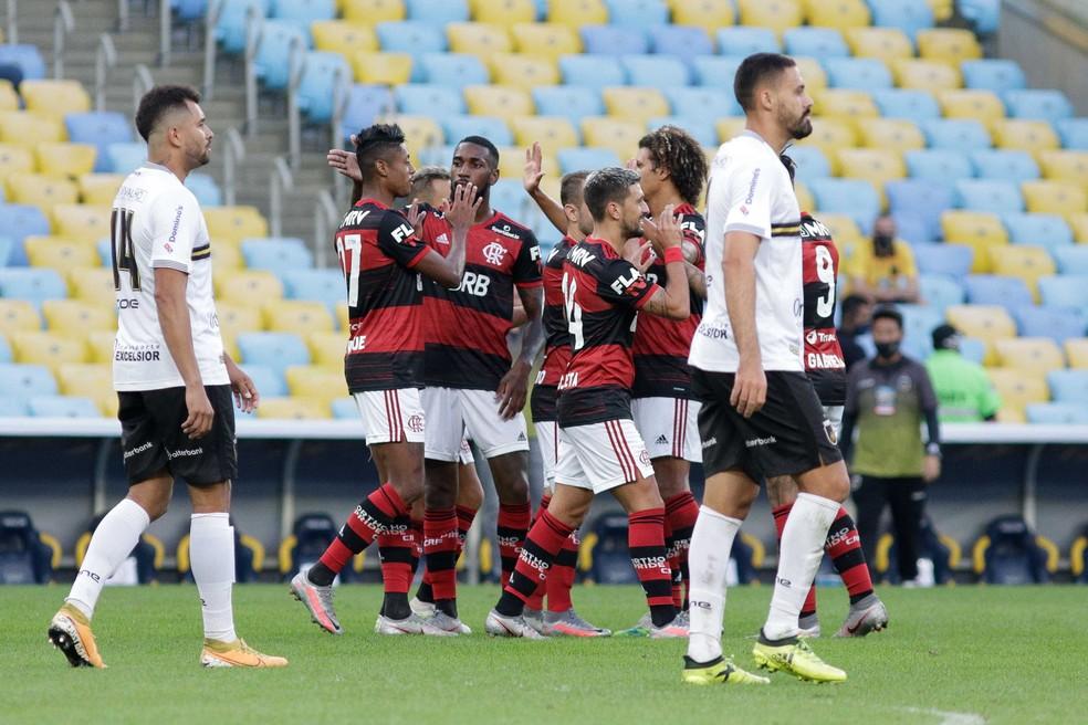 Flamengo em ação contra o Volta Redonda — Foto: RUDY TRINDADE/FRAMEPHOTO/ESTADÃO CONTEÚDO