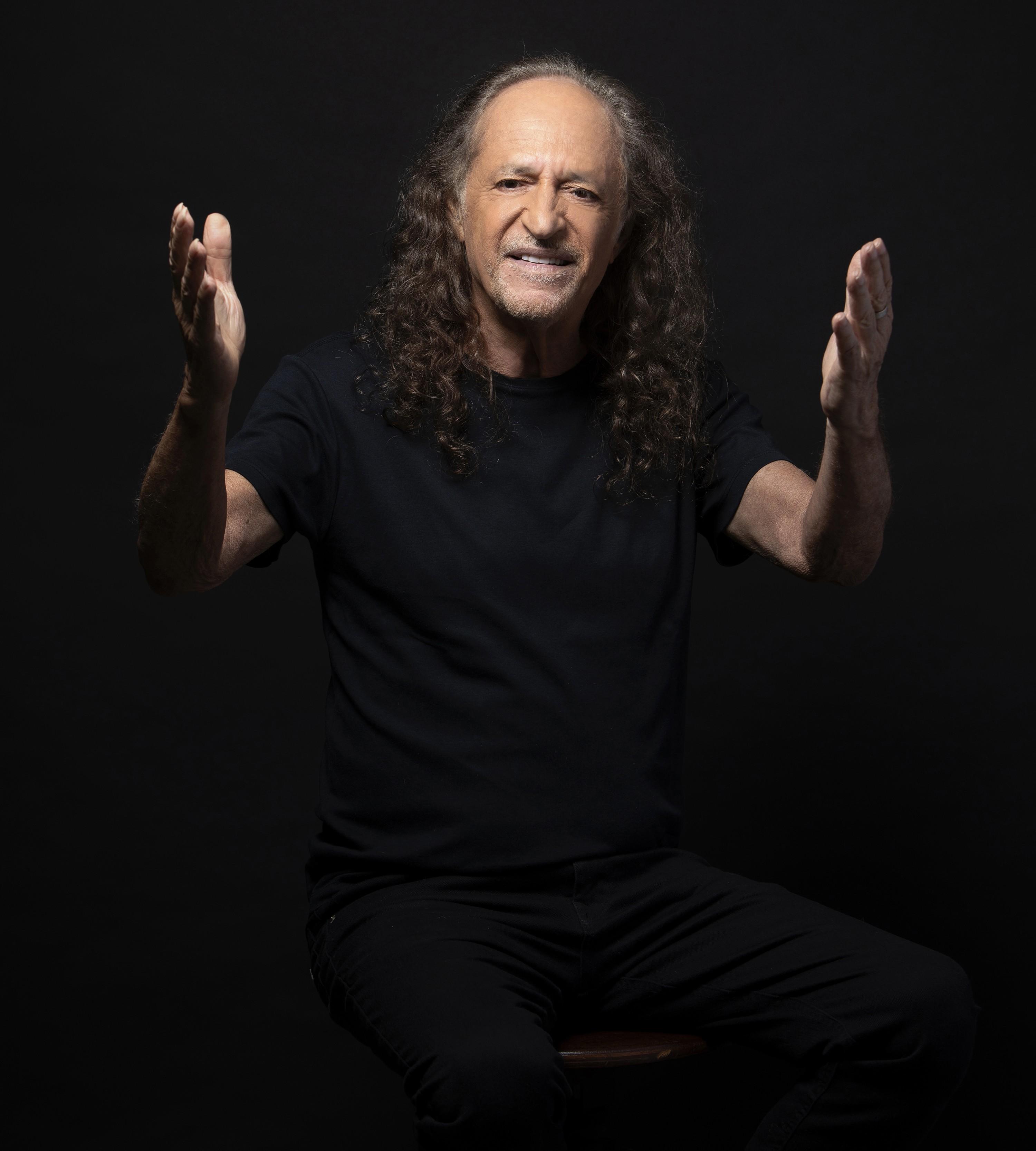 Alceu Valença grava um quarto álbum no formato de voz e violão com repertório autoral