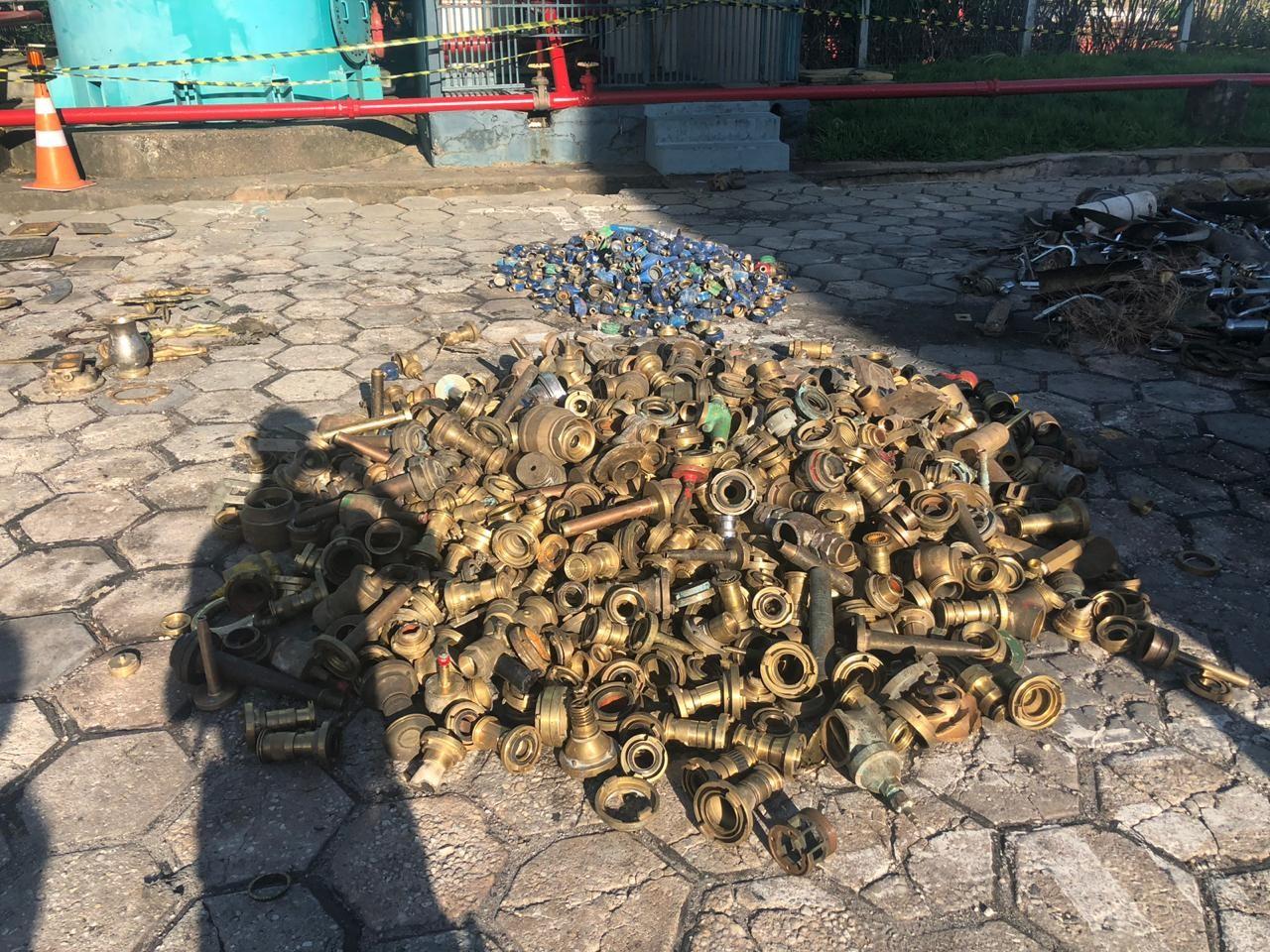 Alfândega apreende 50 toneladas de carga supostamente receptada, em Manaus