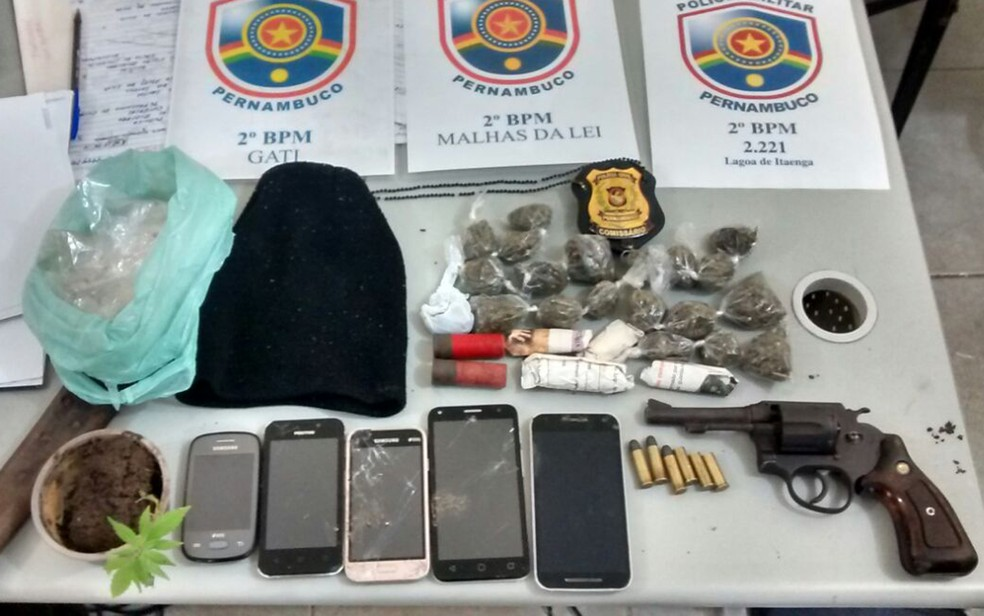 Polícia apreendeu drogas, armas, munições e celulares com grupo na Zona da Mata de Pernambuco (Foto: Polícia Militar/Divulgação)