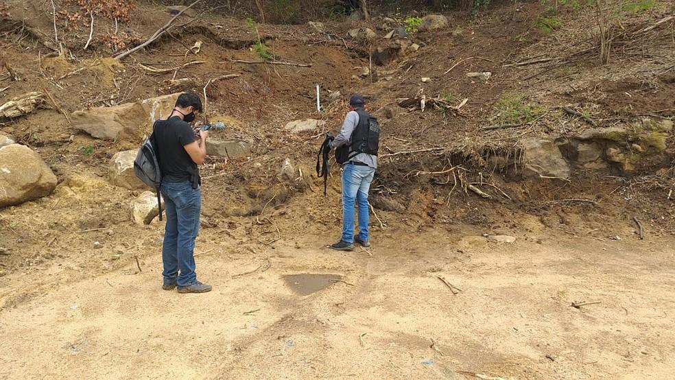 Policiais encontraram cemitério clandestino em área desmatada — Foto: Reprodução/Arquivo Pessoal