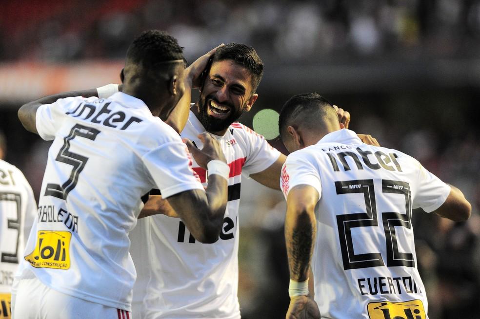 Tréllez (centro) comemora seu gol decisivo contra o Vasco, no Morumbi (Foto: Marcos Ribolli)