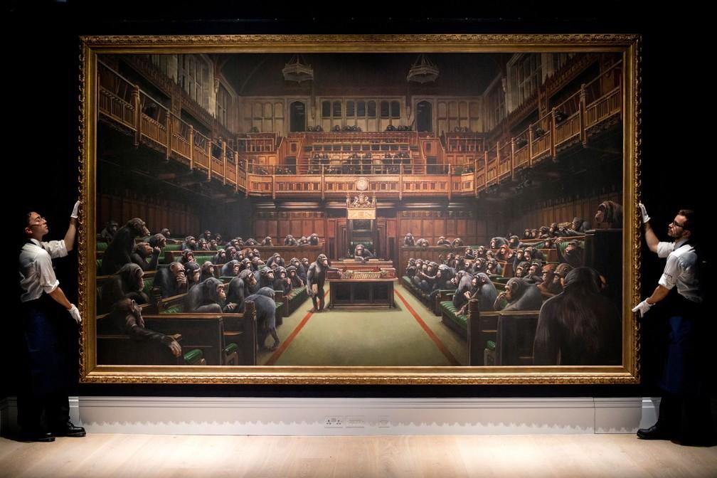 'Devolved parliament', obra de Banksy — Foto: Tolga Akmen / AFP
