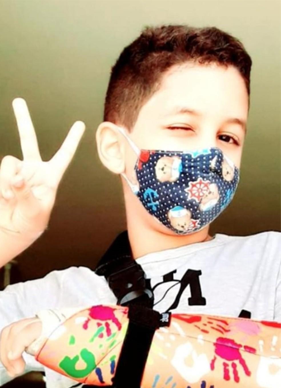 O filho de Marconi, Mateus, de 11 anos, sempre cobrava o pai sobre o uso da máscara — Foto: Reprodução