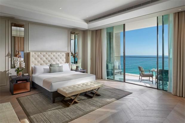 Deborah Secco, Hugo Moura e Maria Flor se hospedam em hotel de luxo com diárias de até R$ 33 mil (Foto: Reprodução / Mandarin Oriental Jumeira)