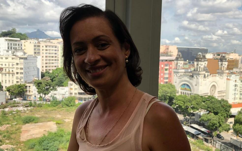 A cabeleireira Fabiani Monteiro Chavinhas descobriu o câncer de mama há quatro anos (Foto: Carlos Brito/G1)