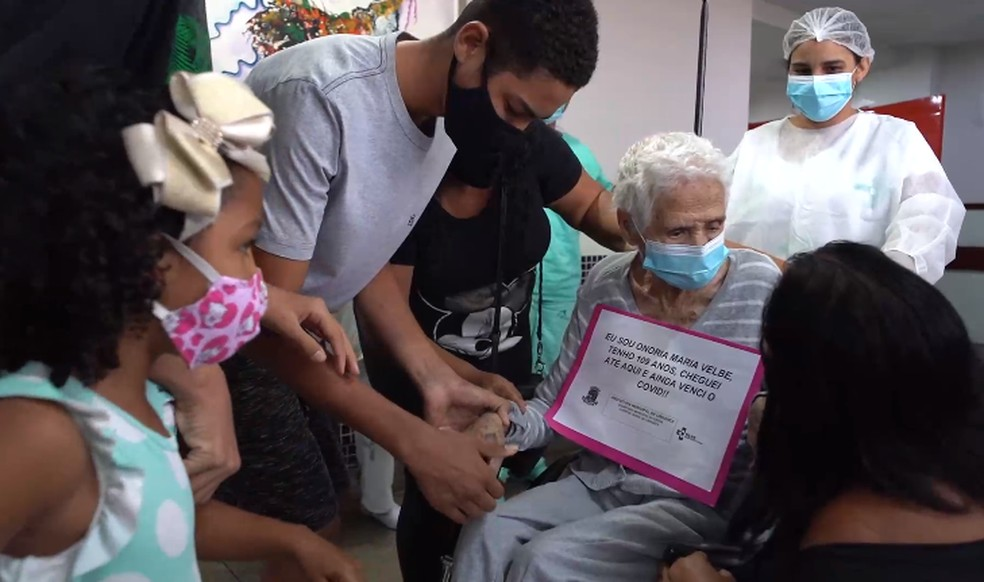 Idosa de 109 anos vence a Covid-19 e recebe homenagem dos familiares no ES — Foto: Divulgação/ HGL