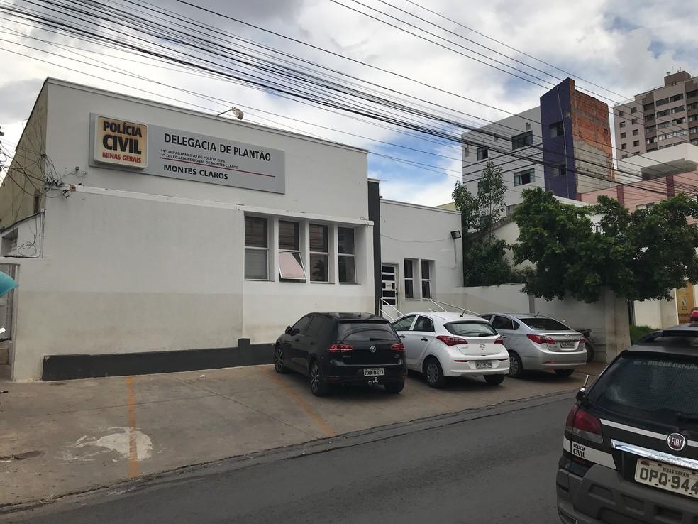 Adolescente foi levado para a delegacia de plantão suspeito de importunar sexualmente a professora, em Montes Claros — Foto: Valdivan Veloso/G1