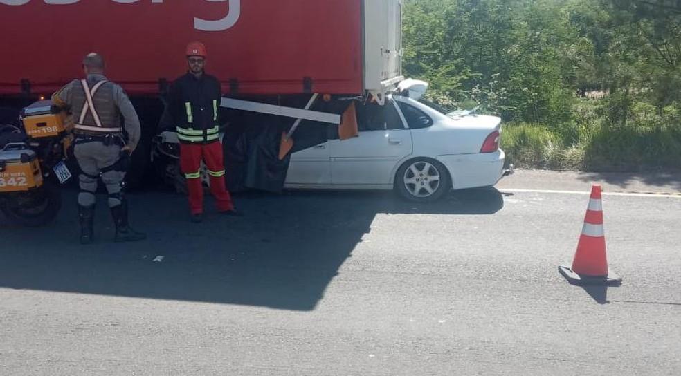Causas do acidente na ERS-122 ainda serão apuradas — Foto: Jonas Campos/RBS TV