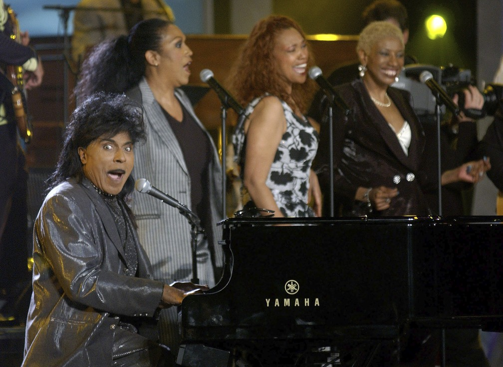 Nesta foto de arquivo de 21 de abril de 2002, Little Richard apresenta 'Good Golly Miss Molly' com as Pointer Sisters, no Pasadena Civic Auditorium, em Pasadena, na Califórnia — Foto: Chris Pizzello/AP/Arquivo