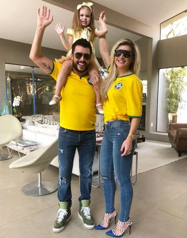 Mirella e Ceará com Valentina (Foto: Reprodução)