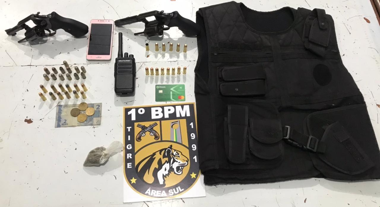 Suspeito de integrar facção morre em troca de tiros com a PM e 2 comparsas são presos com arma