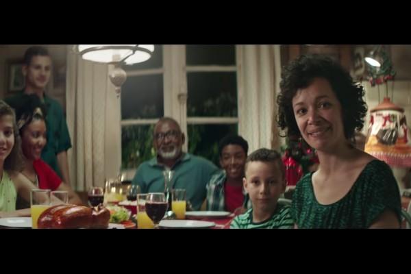 Campanha de Natal da Perdigão é acusada de racismo por alguns consumidores (Foto: Reprodução)