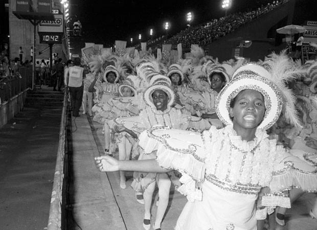 15d48e5f76e9e Desfile da Imperatriz Leopoldinense trouxe enredo sobre o Centenário da  República no Carnaval de 1989 e