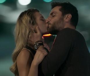 Paolla Oliveira e Rodrigo Lombardi em cena de 'A força do querer' | Reprodução