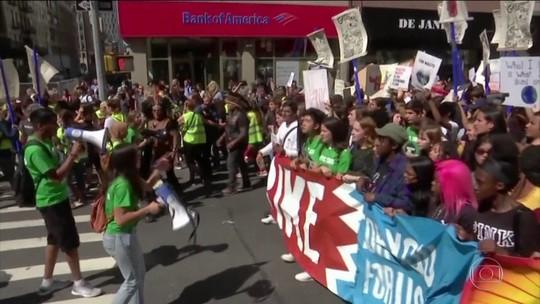 Milhares de pessoas no mundo saem às ruas contra mudanças climáticas