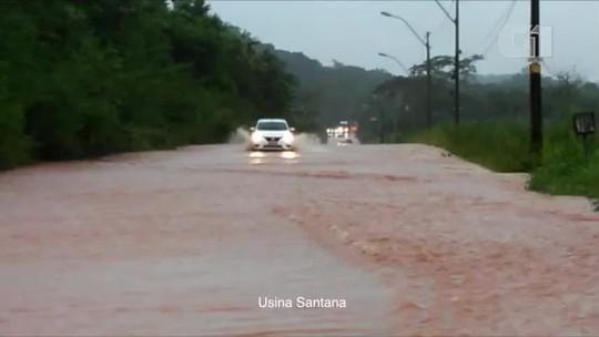 Chuva forte interdita BR-343, provoca alagamentos e quedas de árvores no Piauí