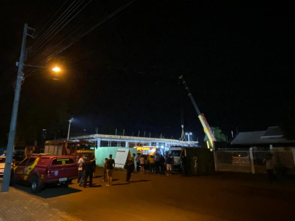 Desabamento ocorreu por volta das 9h30, na Rua Javaé, em Foz do Iguaçu — Foto: RPC/Reprodução