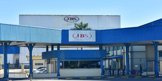 Fachada da empresa JBS em Amparo,São Paulo (Foto:  EDUARDO CARMIM/BRAZIL PHOTO PRESS)
