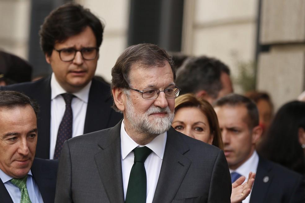 Mariano Rajoy, deixa o parlamento após uma moção de censura, que o destituiu do cargo de primeiro-ministro, no parlamento espanhol em Madri, nesta sexta-feira, (01) (Foto: Francisco Seco/AP Photo)