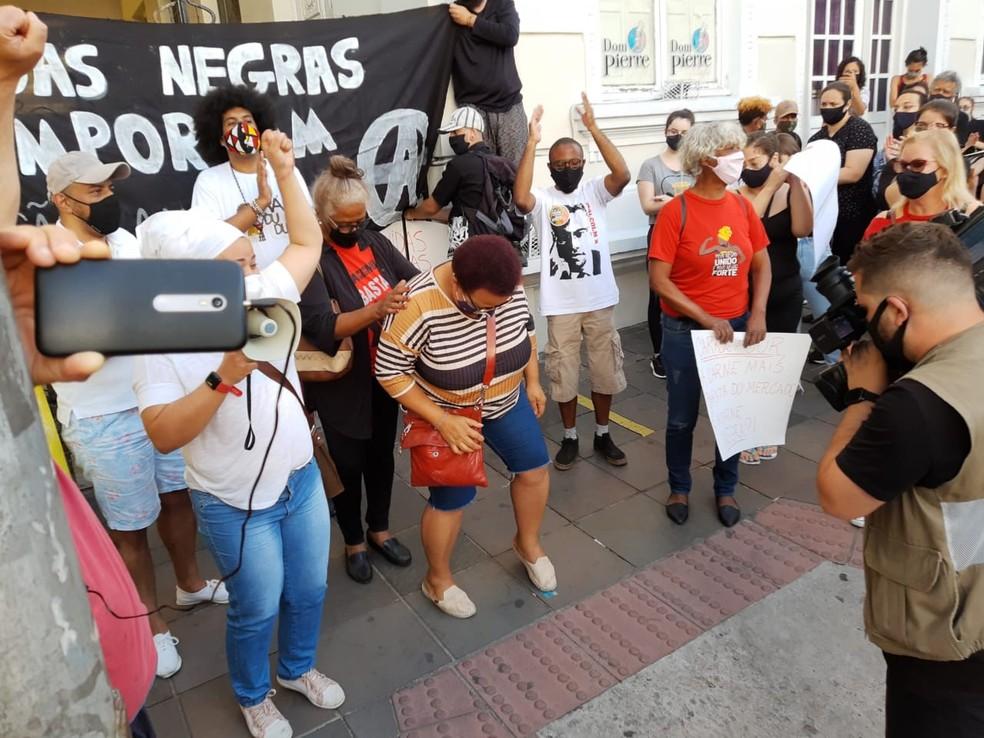 Protesto em Santa Maria  — Foto: Mauricio Rebellato/RBS TV