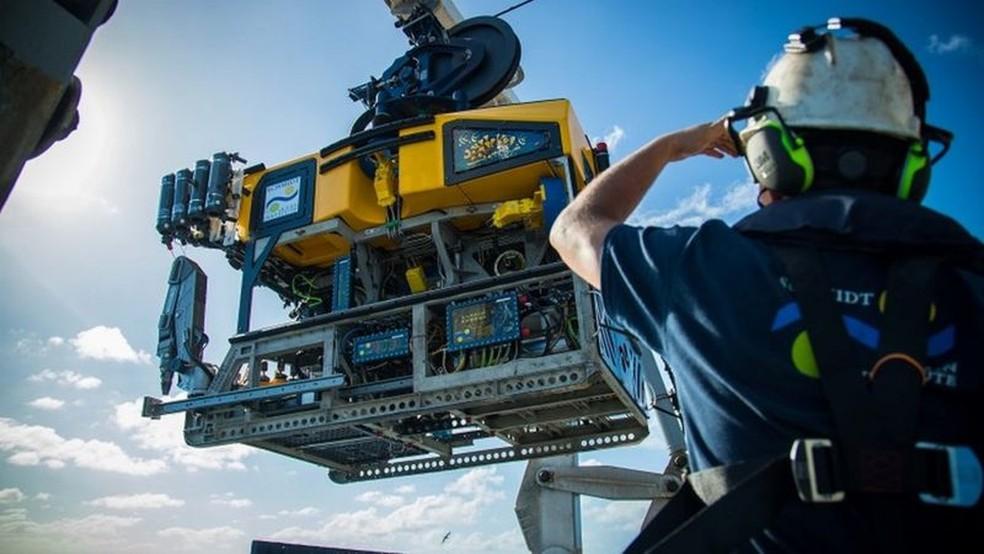 Cientistas usaram um robô para filmar o enorme recife encontrado na costa norte da Austrália. — Foto: SCHMIDT OCEAN INSTITUTE via BBC