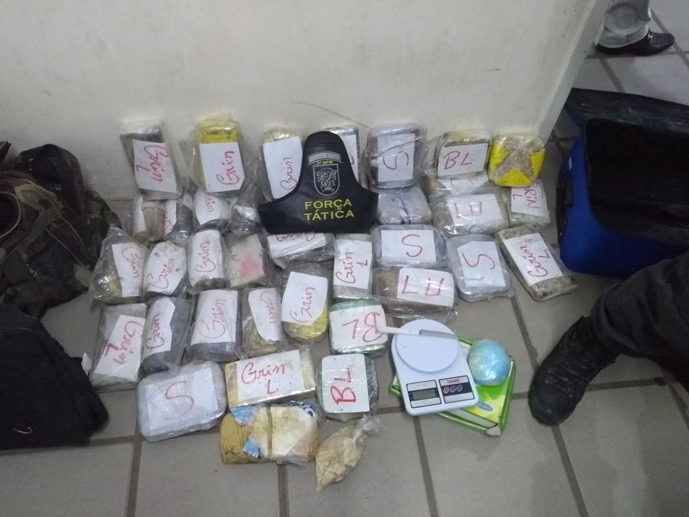 Quase 30 quilos de pasta-base de cocaína é apreendida em Parnamirim (Foto: PM/Divulgação)