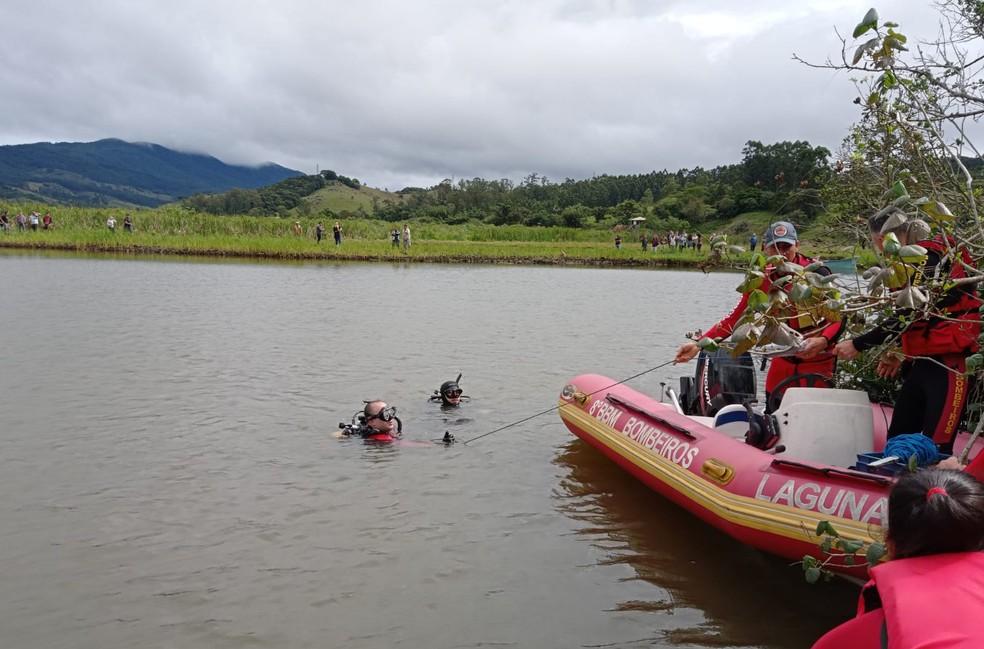Buscas no rio Imaruí — Foto: Corpo de Bombeiros Militar/Divulgação