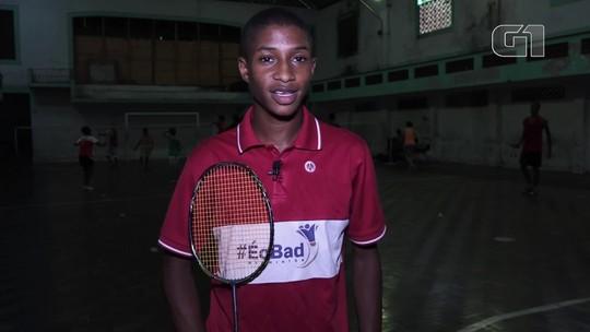 Adolescente vende pastel nas ruas de Niterói para realizar sonho de ser jogador de badminton