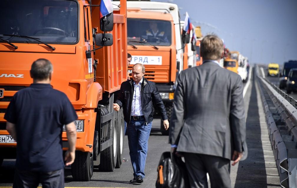 -  Presidente russo Vladimir Putin inaugura ponte entre a Rússia e a Crimeia nesta terça-feira  15   Foto: Alexander Nemenov/Pool/AFP