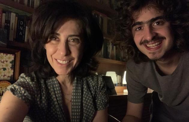 Joaquim Torres atua com a mãe em 'Diário de um confinado', do Globoplay (Foto: Divulgação)