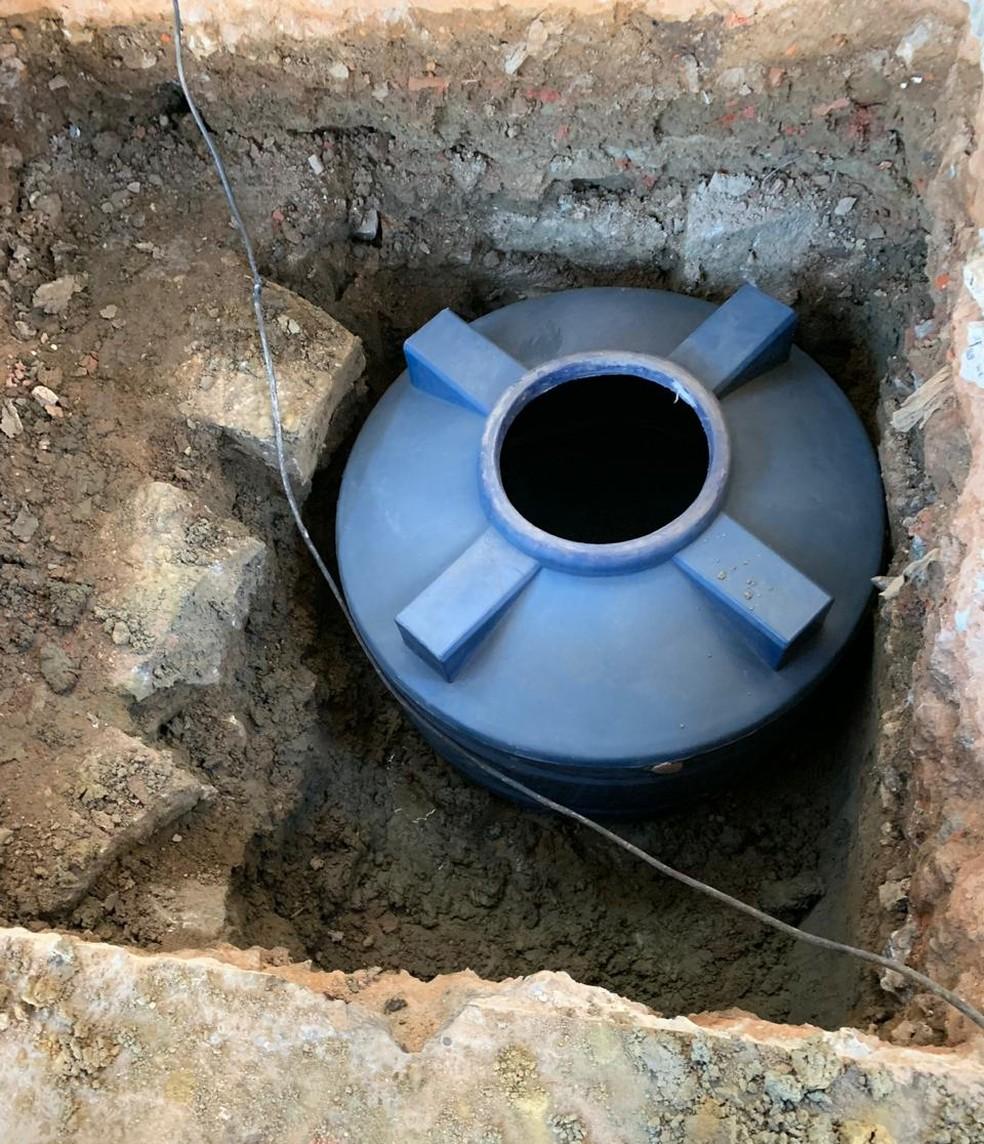 A droga estava escondida em uma cisterna.  — Foto: Reprodução/Polícia Civil