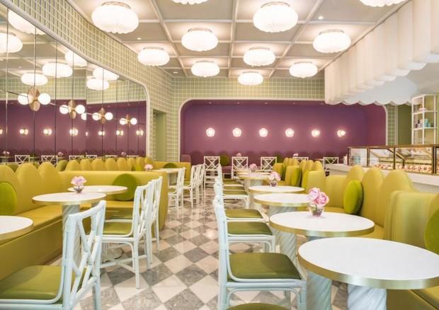India Mahdavi assina décor de salon de thé da Ladurée, em Tóquio (Foto: Reprodução/Wallpaper.com)