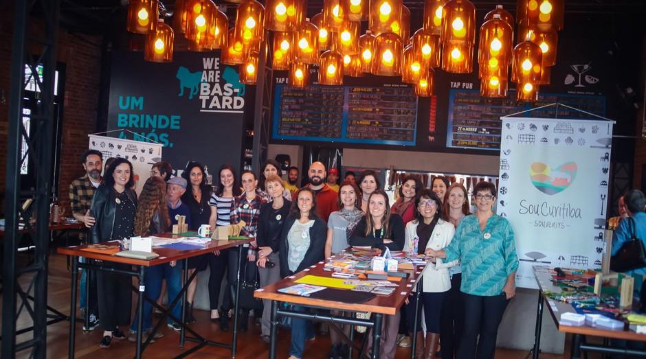 Designer, empreendedores e parceiros no lançamento do SouCuritiba (Foto: Reprodução/Agência Sebrae de Notícias)