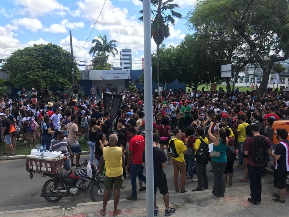 Concentração do protesto na Educação no Cepa, em Maceió — Foto: Michelle Farias/G1