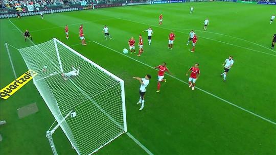 Corinthians e Inter empatam em jogo com gol em impedimento; veja