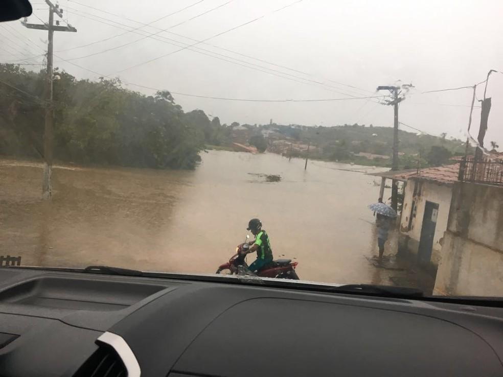 De acordo com a meteorologia a previsão é que o número de chuvas previstos para o mês de abril seja ultrapassado (Foto: Divulgação/Paulino Silva)