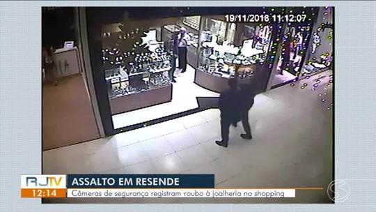 Imagens mostram detalhes do assalto a joalheria em shopping de Resende