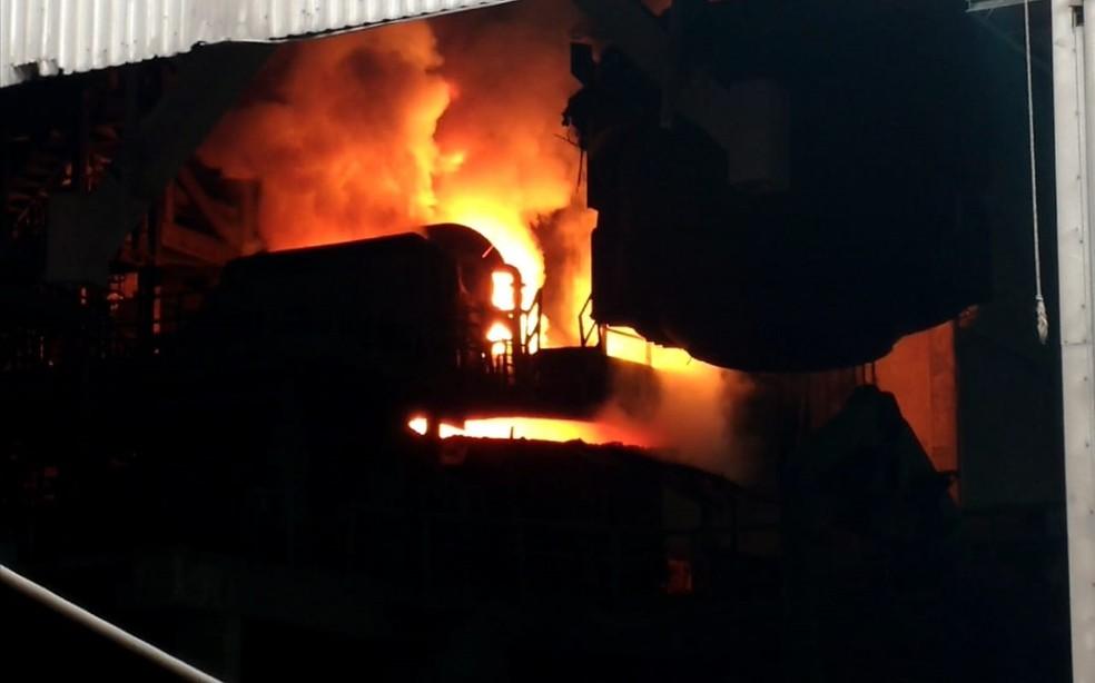 Droga foi incinerada em Resende; transporte até siderúrguca foi feito por furgões escoltados pela polícia (Foto: Divulgação/Polícia Civil)