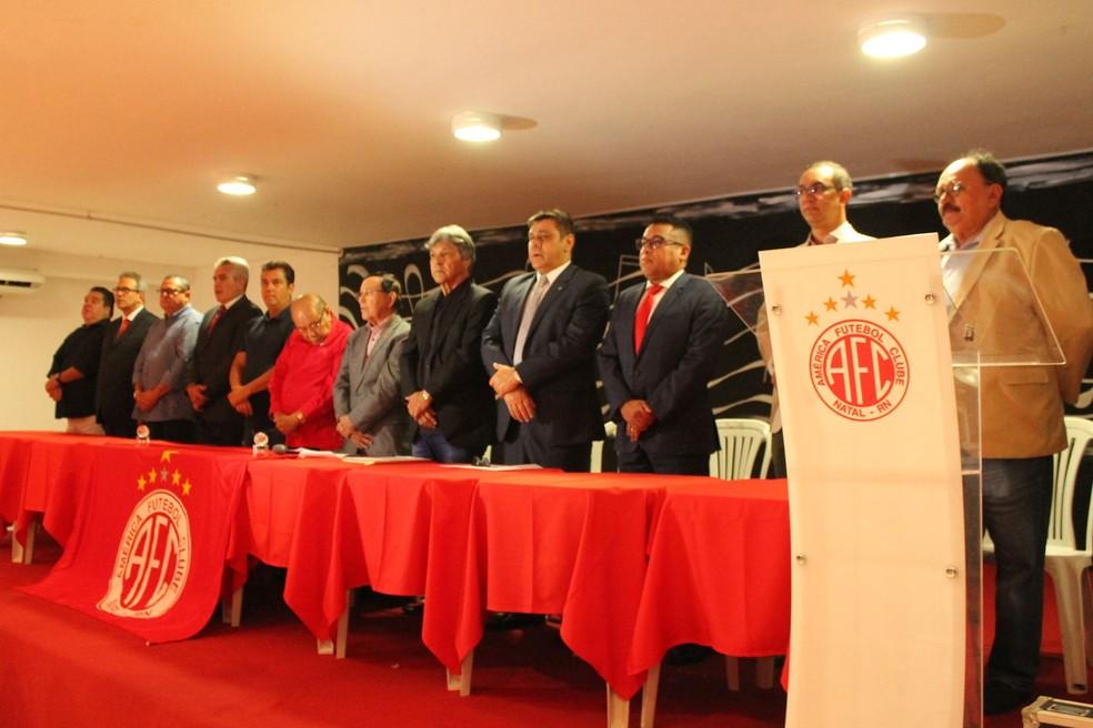 Posse de Eduardo Rocha e da nova diretoria do América-RN foi realizada na noite desta quinta-feira (Foto: Canindé Pereira/América FC)