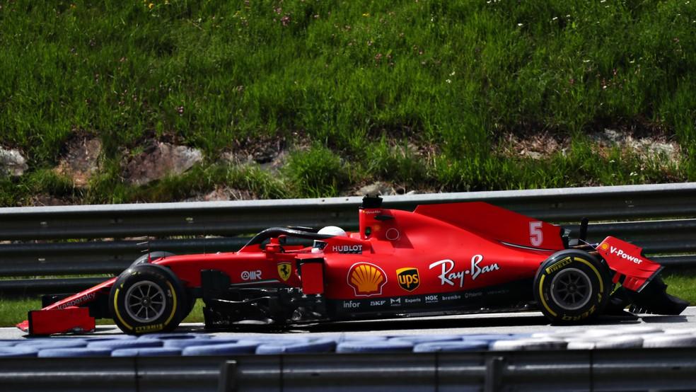 Vettel carro quebrado GP da Estíria F1 Ferrari — Foto: Dan Istitene - Formula 1