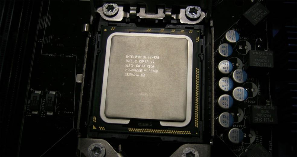 Intel investiga vazamento de 20 gigabytes de documentos e códigos da companhia