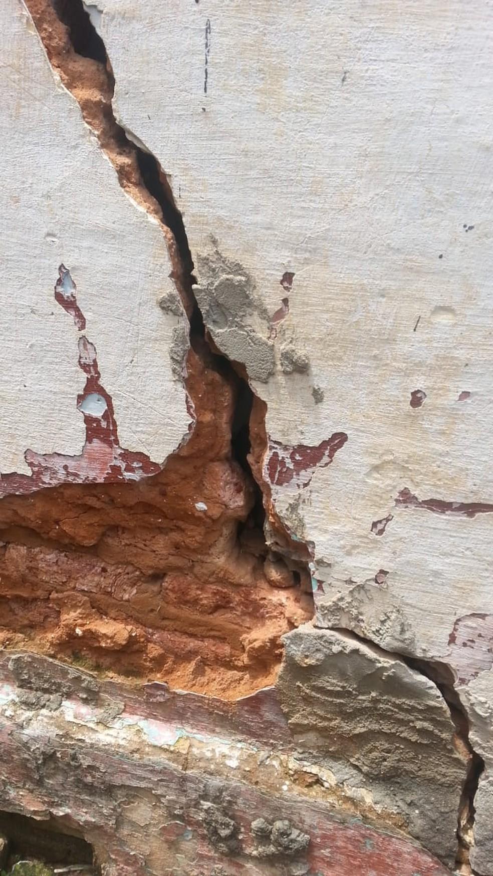 Rachaduras são encontradas em casas na comunidade do Jacó, em Natal; chuva pode causar desmoronamentos, segundo Defesa Civil — Foto: Defesa Civil/Divulgação