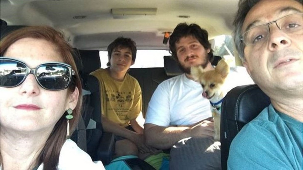 Paula, Mauricio e os dois filhos decidiram deixar sua casa em Weston para ir para Atlanta (Foto: Arquivo pessoal)