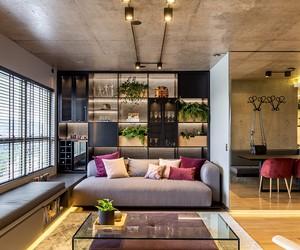 Sem paredes, apê de 70 m² ganha amplitude e estilo 'industrial chic'