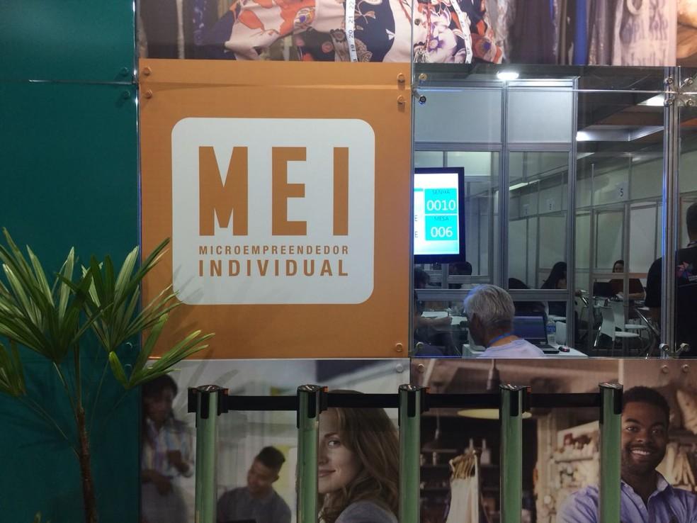 Cartaz Microempreendedor individual (MEI) na Feira do Empreendedor, promovida pelo Sebrae em São Paulo (Foto: Luísa Melo/G1)