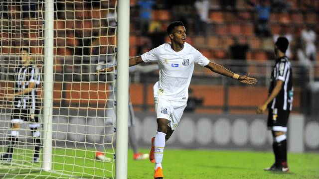Rodrygo comemora o seu gol no início do segundo tempo